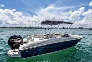Motorboat Miami 22
