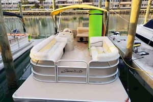 pontoon boat hire in Fort Lauderdale