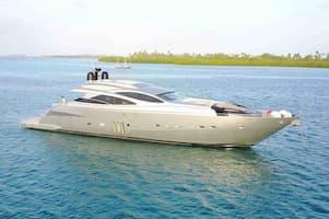 Romantic yacht ride in Florida